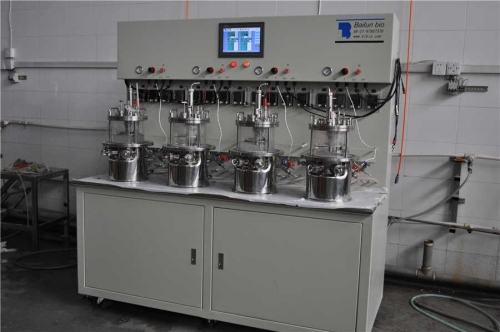 Quadruple-situ sterilization magnetic stirring glass fermenter