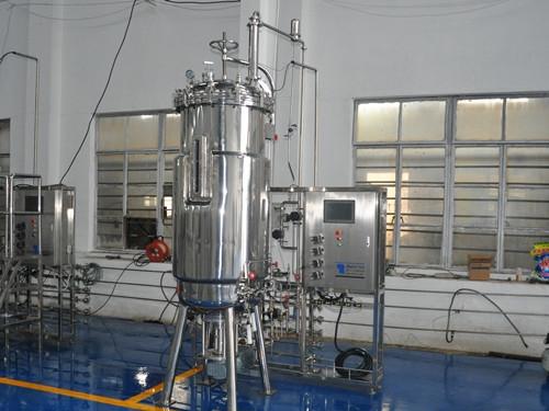 500 l fermentador (debajo de la parte inferior de la agitación mecánica)